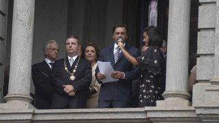 Aécio Neves fala aos mineiros em despedida na Praça da Liberdade