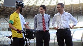 Ciclista inglês e embaixador do Reino Unido visitam o Mineirão