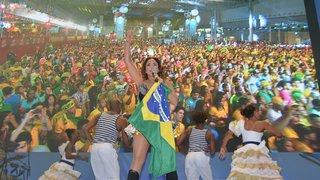 Fan Fest lota de torcedores em dia de vitória histórica do Brasil e de show de Daniela Mercury