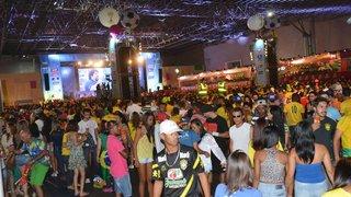 Torcedores aproveitam atrações na FIFA Fan Fest mesmo após a derrota do Brasil
