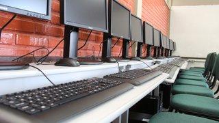 Mais de 1.900 escolas estaduais que ofertam o Ensino Médio terão novos computadores