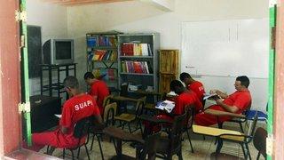Presos da região Central estudam em salas de aula que ajudaram a construir