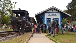 Trem das Cachoeiras é atrativo turístico na cidade de Rio Acima
