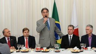 Pimentel se reúne com deputados no encerramento do primeiro semestre da Assembleia Legislativa