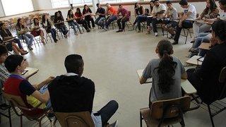 Estudantes e educadores debatem em encontro o que a escola pode melhorar